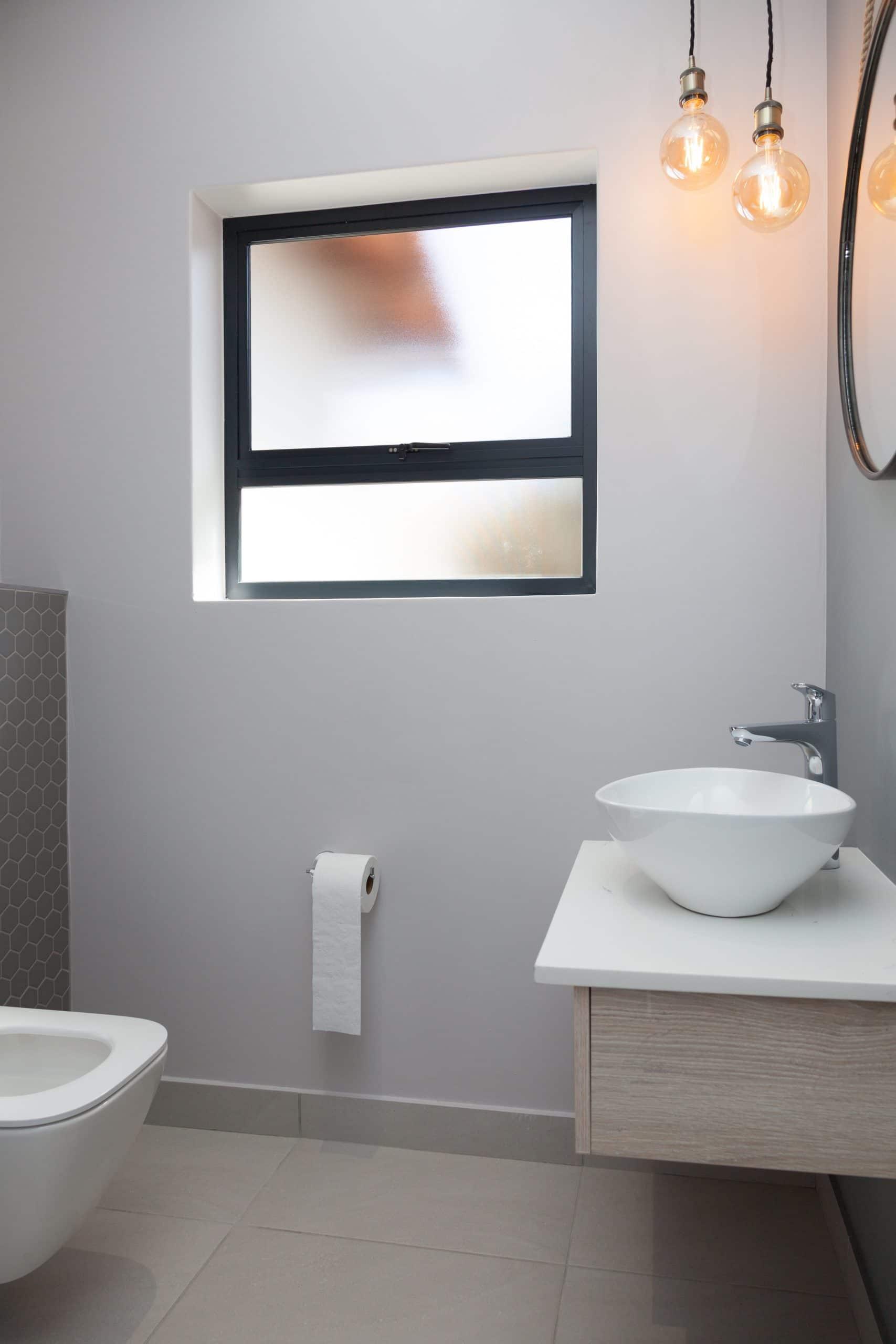 expose lamp pendants in bathroom